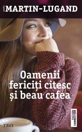 Oamenii ferici i citesc i beau cafea